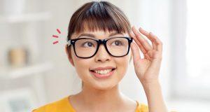 Wanita berkacamata. Sumber gambar, Orami.co.id